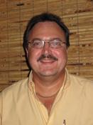 Frank Salinardi, Linardi's Jewelers. Full Service Jewelry store. Custom jewelry making and repair. Buyers of old gold.